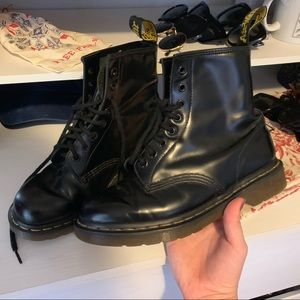 8 Eye Classic Patent Dr. Martens